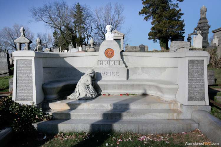 houdini's grave with a monument built for him