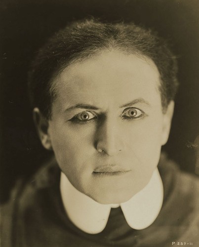 houdini's facial gesture as a magical rebel