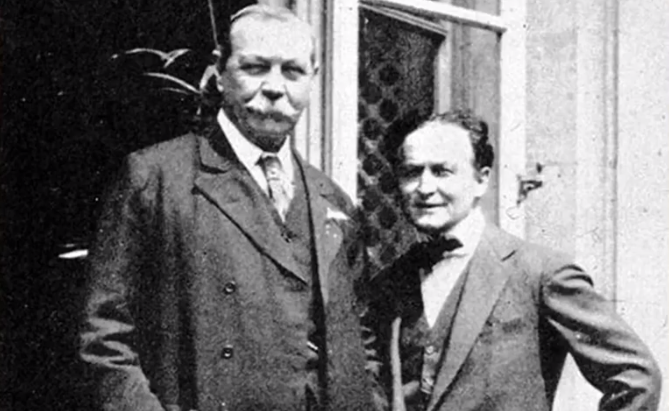 houdini together with sir arthur conan doyle who is the creator of Sherlock holmes