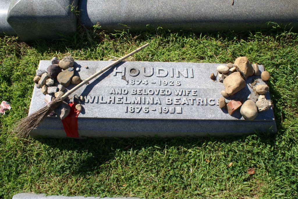 Harry Houdini's grave marker