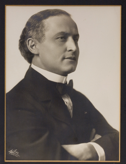 Harry Houdini's portrait back in 1910