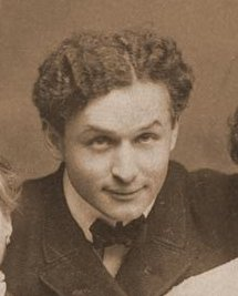 Harry Houdini portrait cropped from larger image